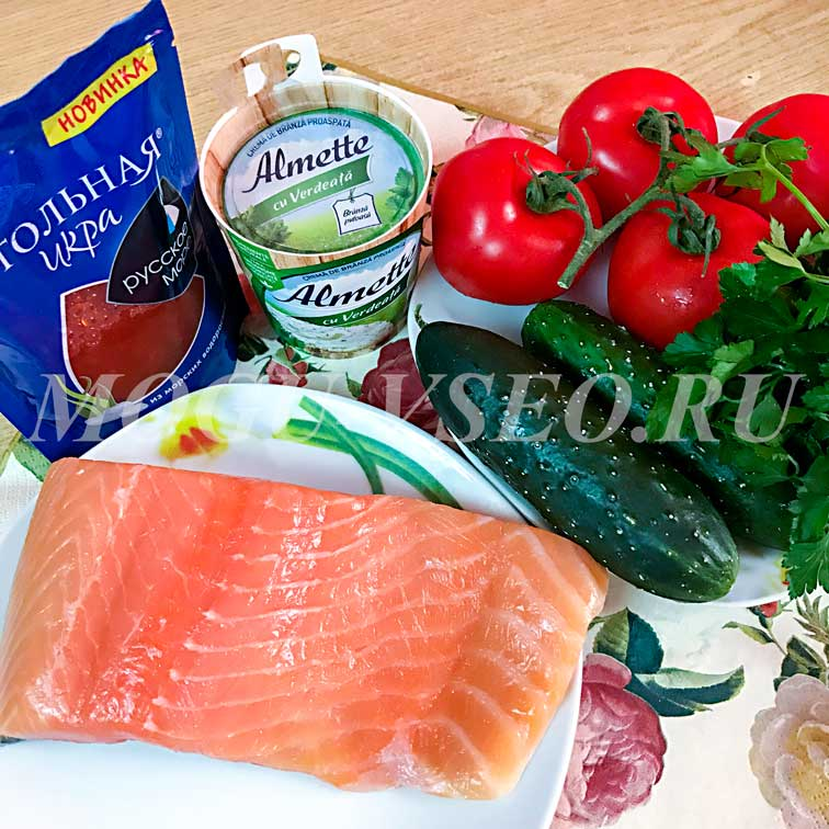 Блинчики с семгой, красной икрой и творожным сыром продукты фото