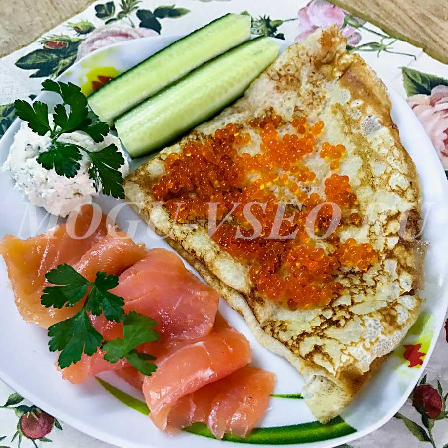 Блинчики с семгой, красной икрой и творожным сыром рецепт фото