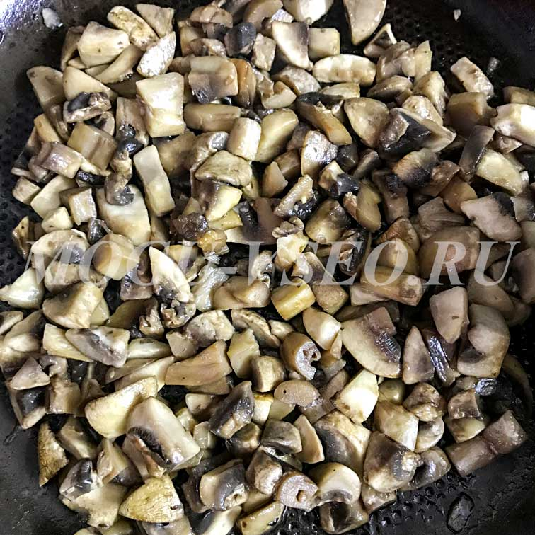 курица с грибами в соусе бешамель фото