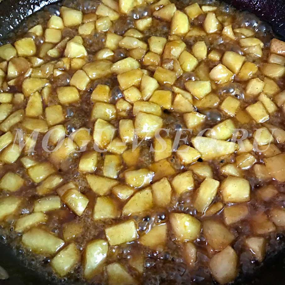 яблоки в карамельном соусе фото