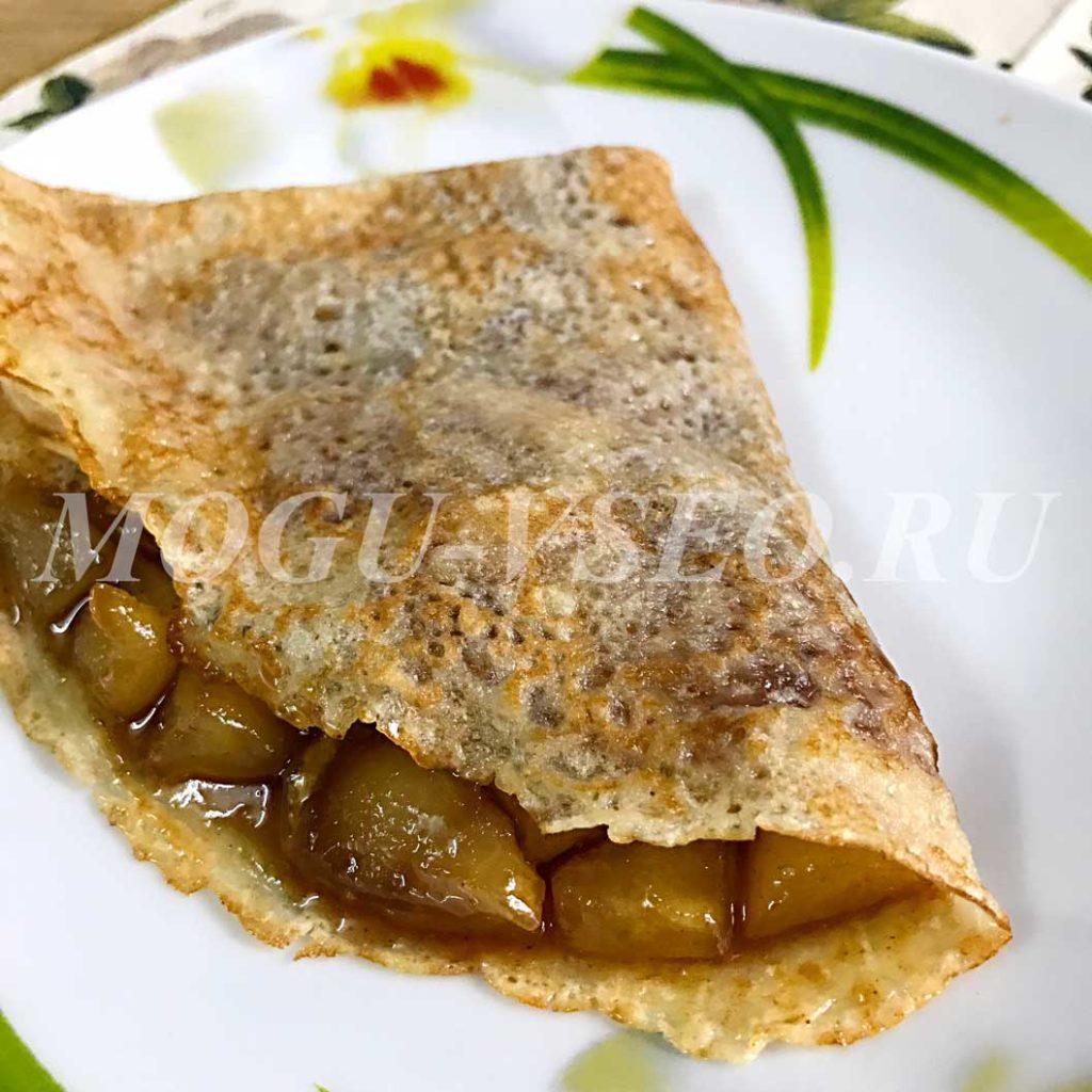 блинчики с яблоками в карамельном соусе фото