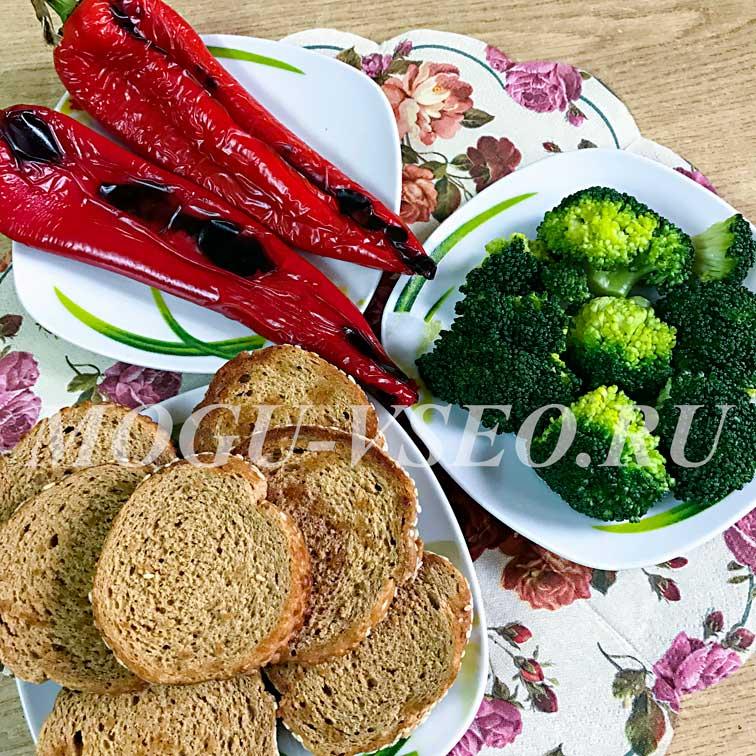 Брускетты с печеным перцем и творожным сыром продукты фото