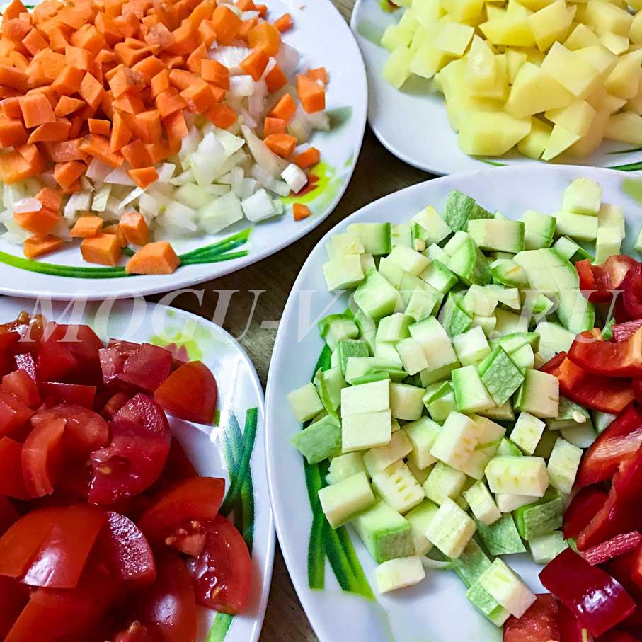 глазунья с овощами продукты фото