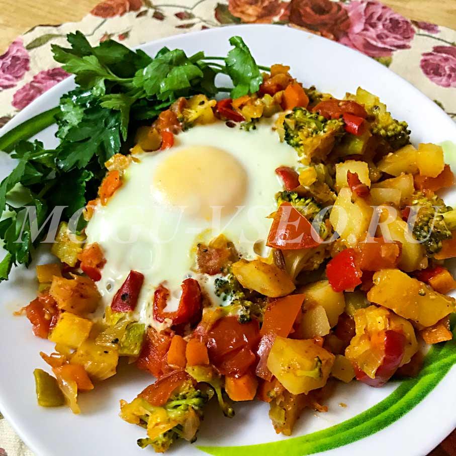 Оригинальная глазунья с овощами рецепт фото