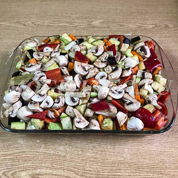 Курица запеченная в духовке с овощами рецепт фото