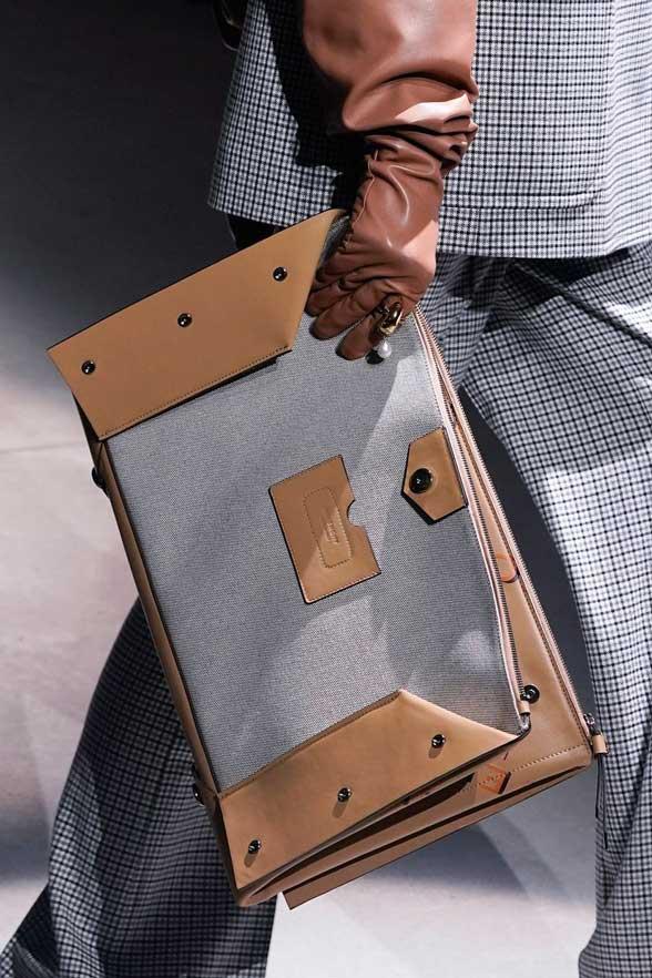 Тренды 2020 сумки-конверты фото