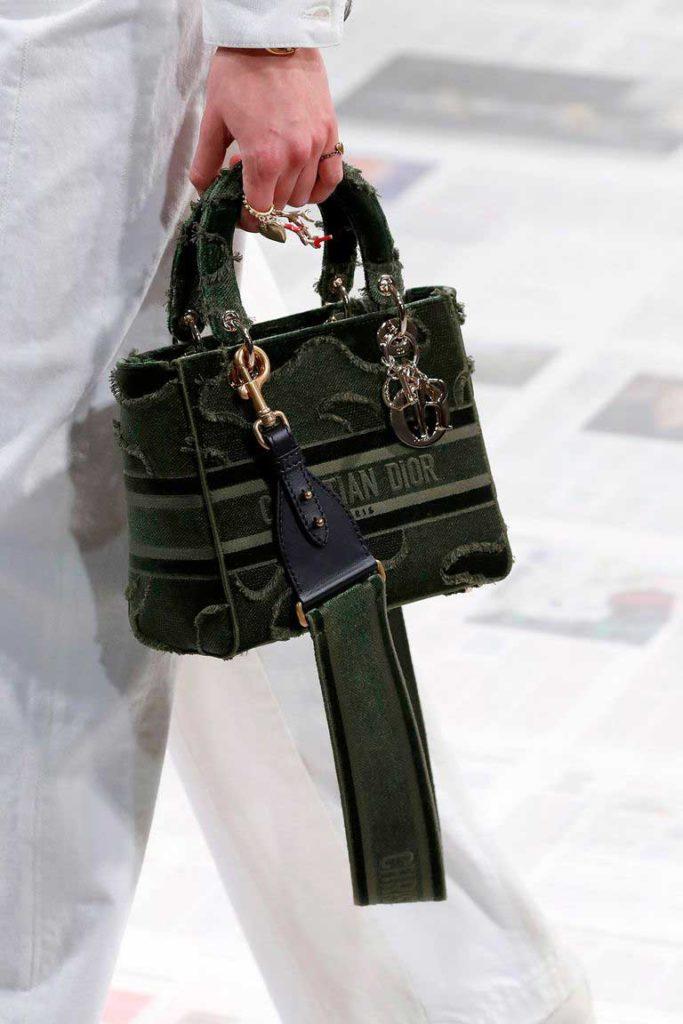 Вязаные сумки с показа диор Осень 2020 фото