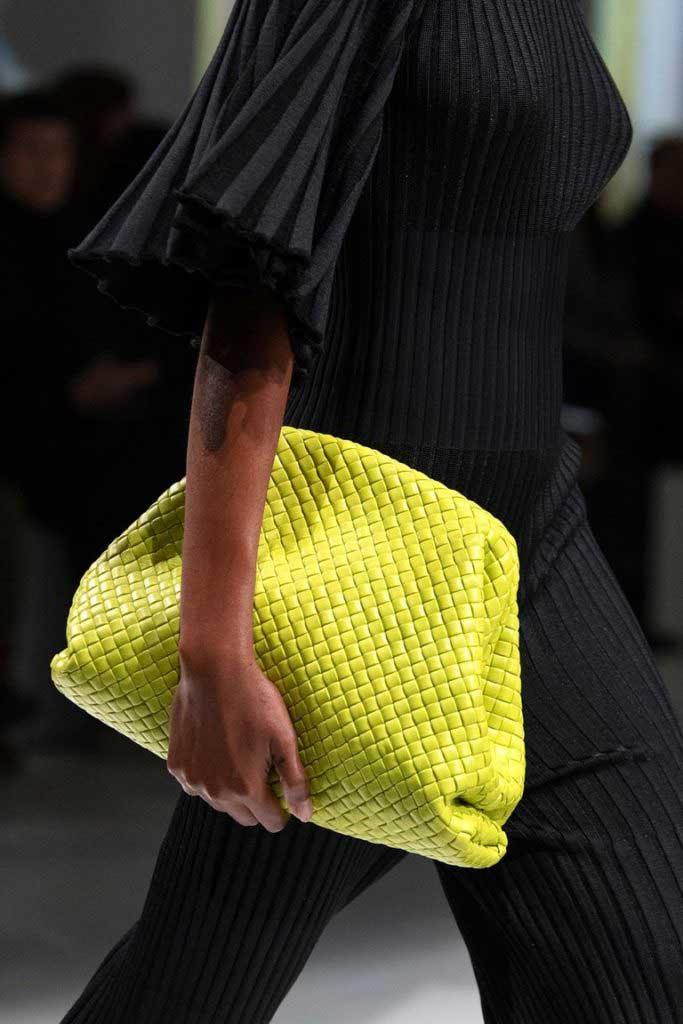 Тренд 2020 плетёные сумки фото