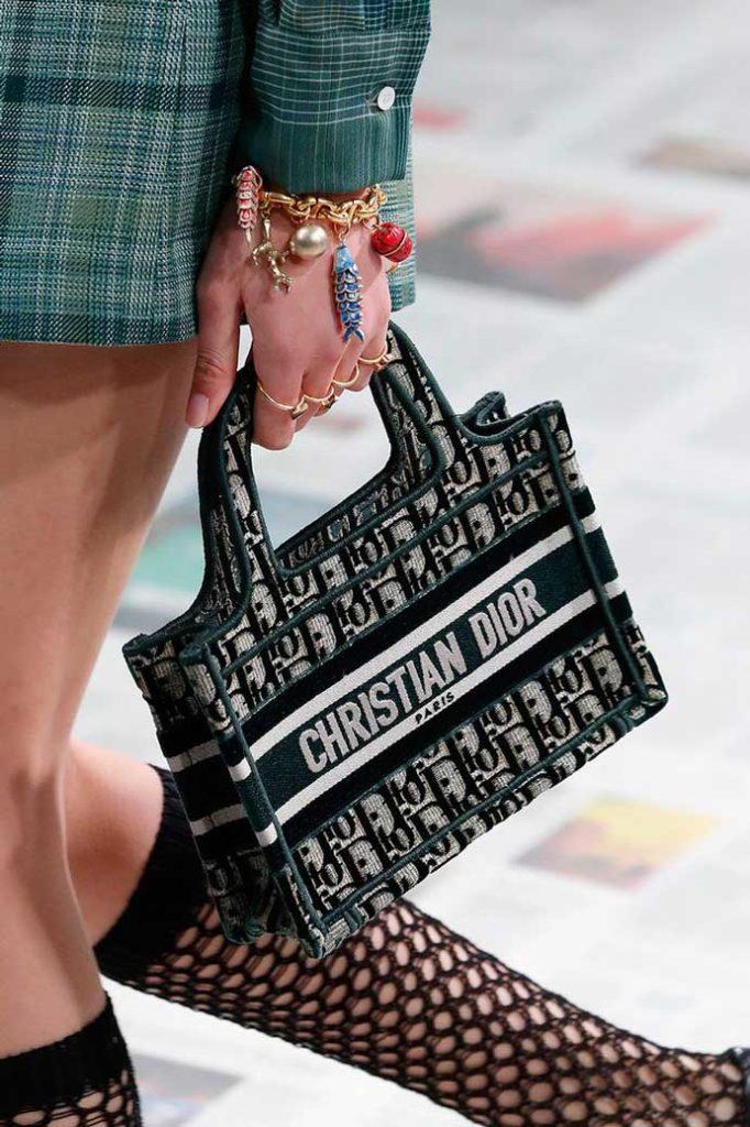 Модные вязаные сумки Кристиан диор 2020 фото