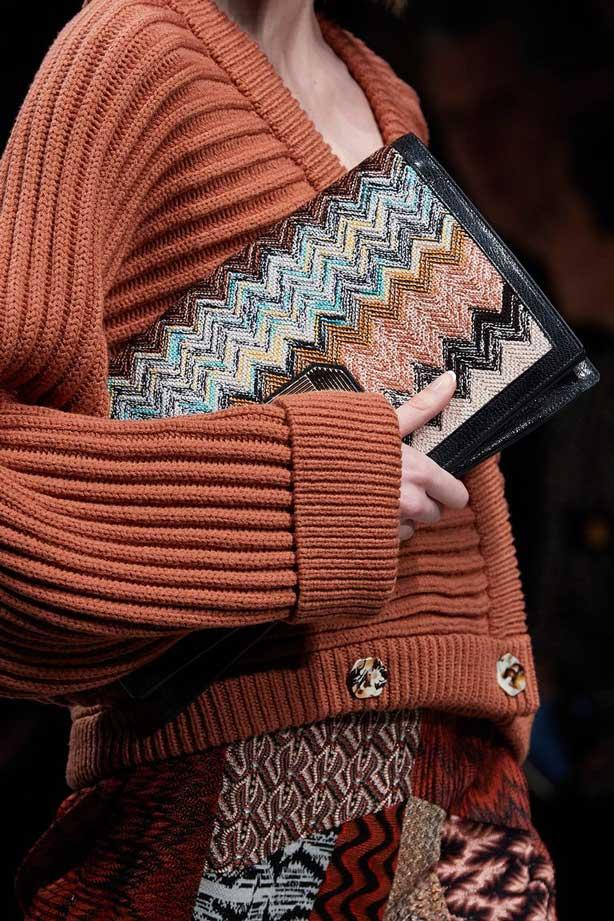 Тренды 2020 сумки с вязаными орнаментами фото