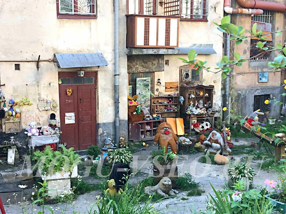 город Львов двор потерянных игрушек фото