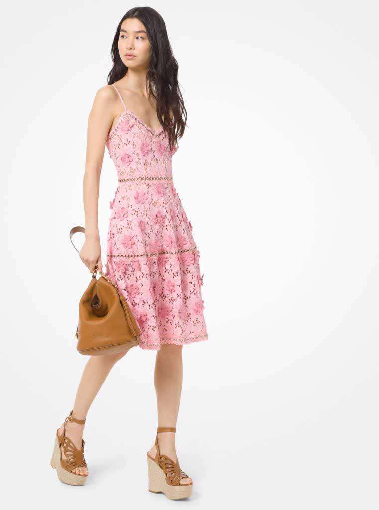 тренды сезона лето 2020 кружевное платье