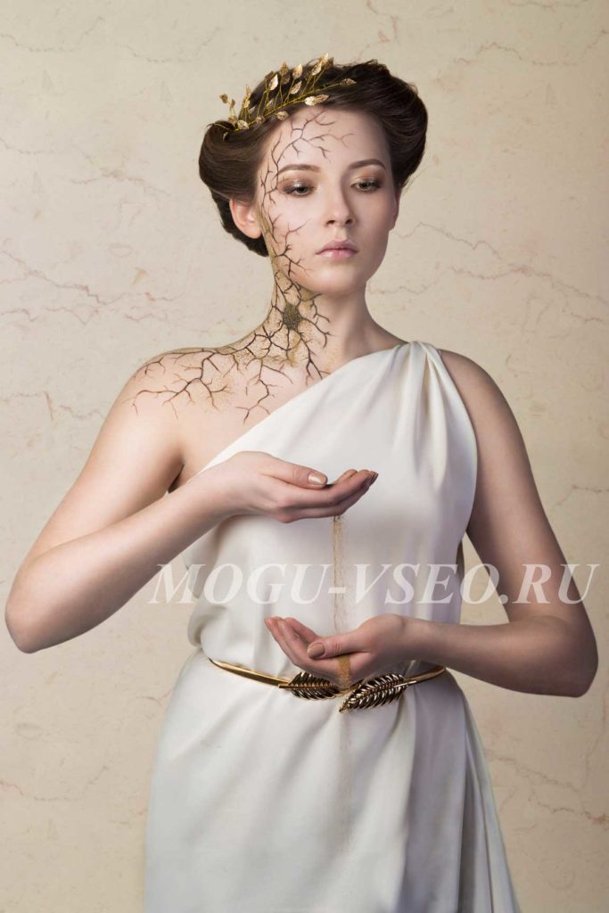 студийная фотосессия античная статуя песочные часы фото